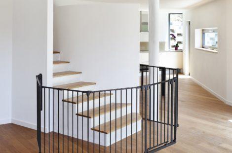 Comment sécuriser l'accès aux escaliers quand bébé est à la maison ?