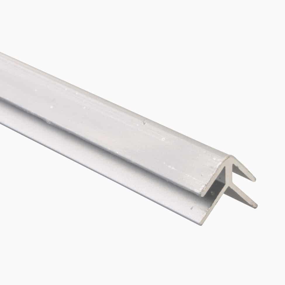 Profil d'angle pour plaque composite
